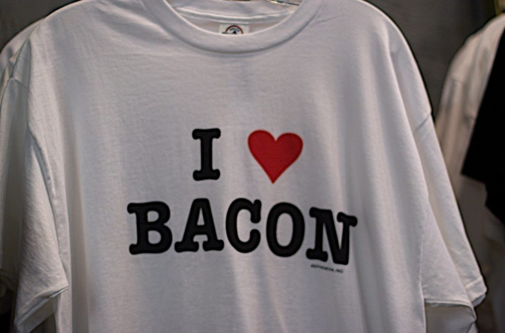 Your Guide to Custom T-Shirt Printing In Singapore